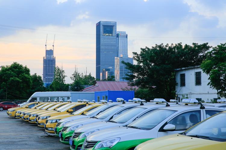 云南加快新能源汽车充电基础设施建设