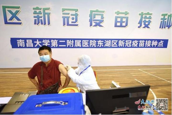 """南昌东湖疫苗方舱接种点""""开舱"""" 一天可接种5000人左右"""