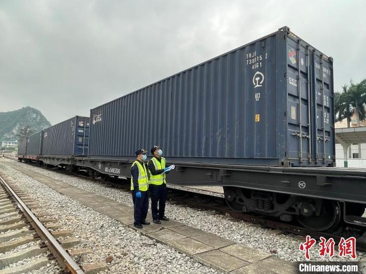湖南直达东盟首趟国际货运班列从凭祥铁路口岸出境