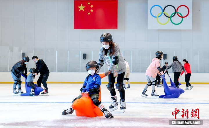 华中最大冰上运动中心正式向公众开放