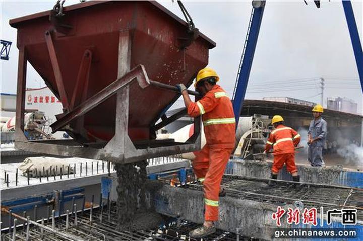 南宁沙井至吴圩公路预制标项目提前5个月完成箱梁预制任务