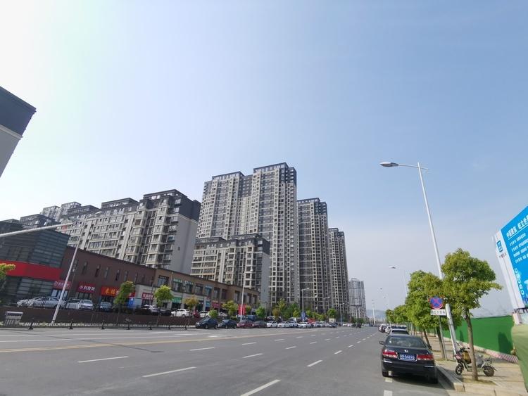 中国城市经济半年报出炉: 重庆超广州跻身第四 南京挤进十强