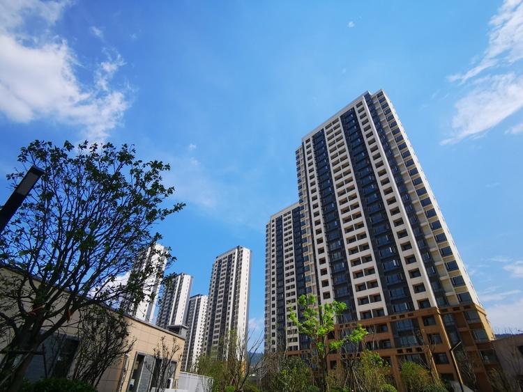 保利发展近期新增12个房地产项目 权益土地价款75.8亿
