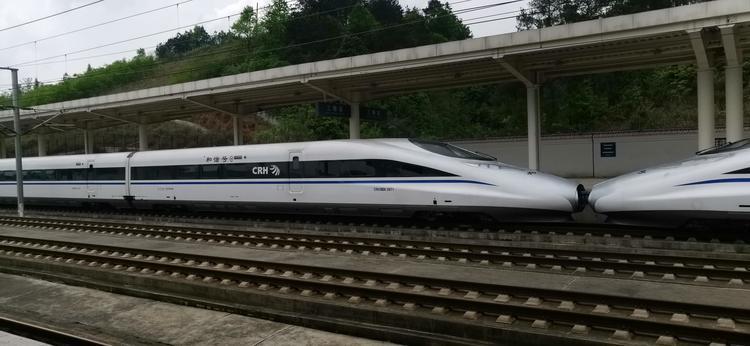 成昆铁路复线八月岭隧道贯通 全线预计2023年建成通车