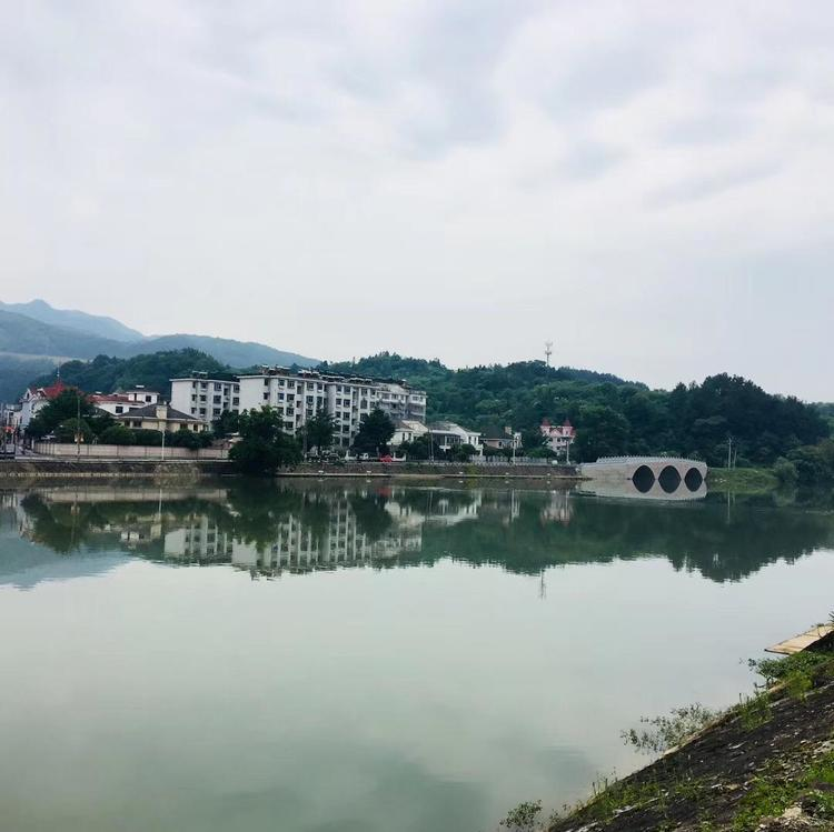 国务院:严控特色小镇房地产化倾向