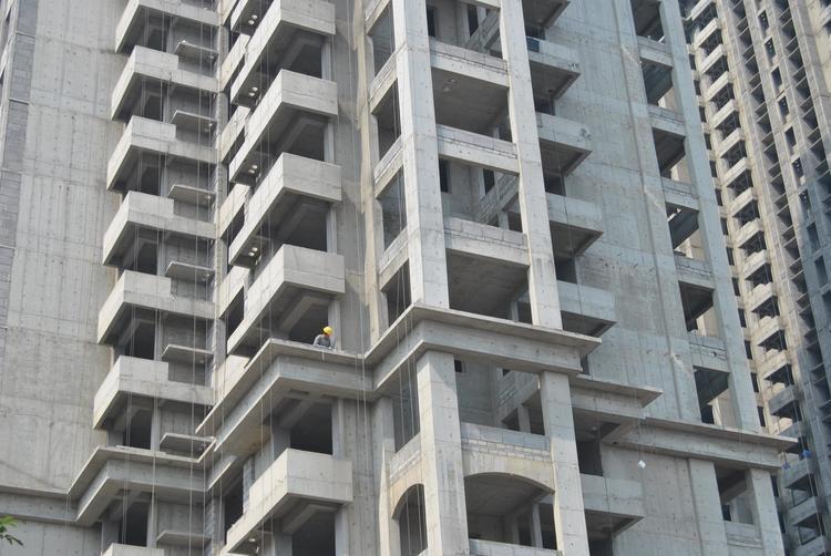 """中国50个城市两月内""""卖地""""收入逾4700亿元 同比涨42%"""