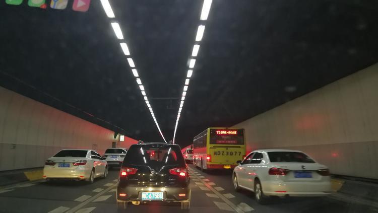 数据来了!国庆中秋假期间昆明高速路车比去年多10% 但没去年堵