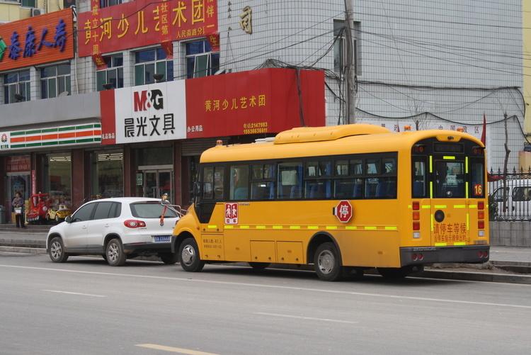 公安部交管局督促全面清查校车驾驶人等安全隐患