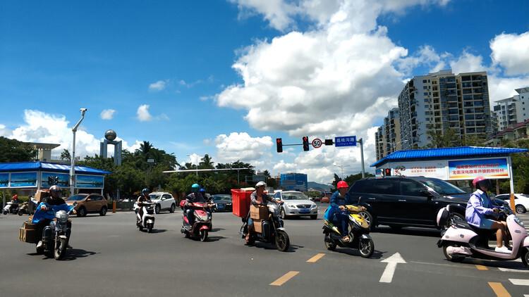 南宁电动车新规9月1日起实施 不戴头盔、人行道骑行将禁止