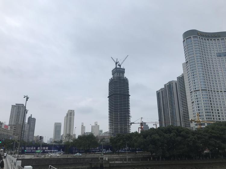 新世界百货中国延长上海巴黎春天商厦及北京物业租赁协议