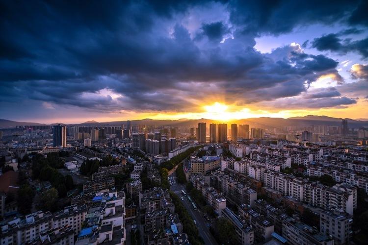 """重庆首次""""双集中""""供地收官 揽金635亿元"""