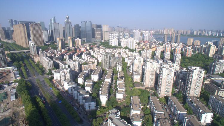 半年成绩单出炉 杭州卖地超2000亿蝉联全国第一 5成房企中考达标