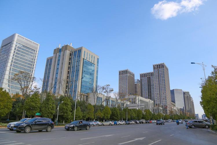 """云南全省25家上市企业总收入3116亿元 已成云南产业发展""""领头羊"""""""