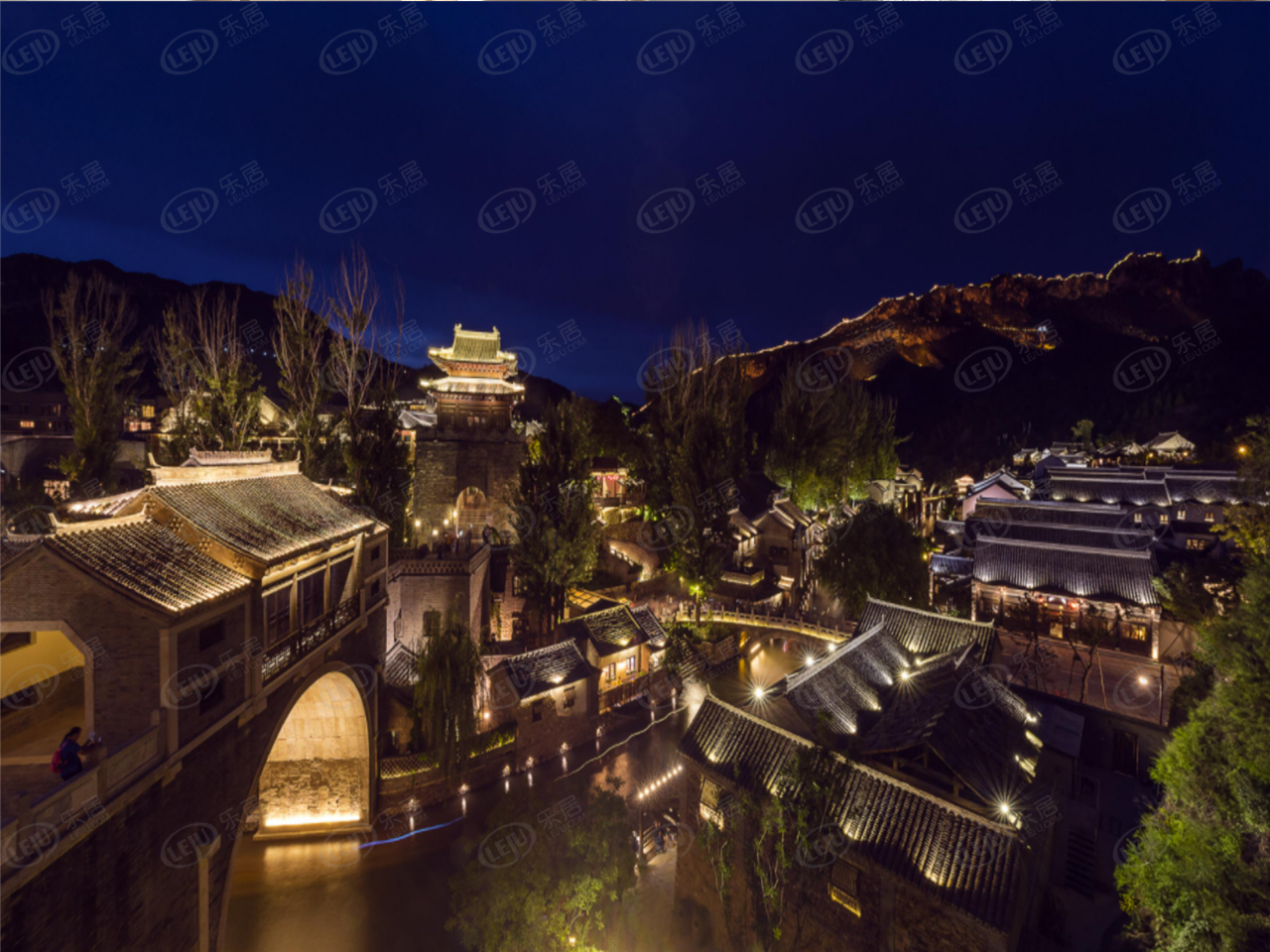 滦平县长城脚下坐望山,坐落于古北水镇司马台长城北。