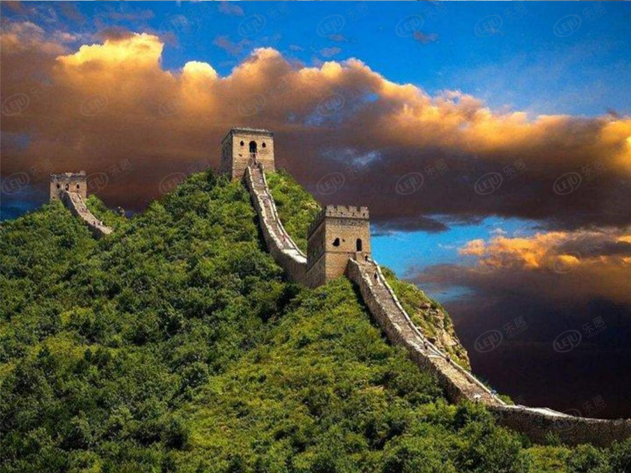 滦平县长城脚下坐望山,位于古北水镇司马台长城北。