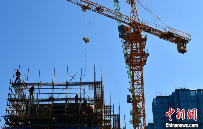 资料图:一处在建房地产楼盘。 中新社记者 张斌 摄