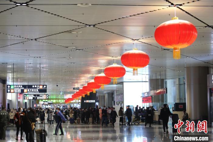 哈尔滨飞机场值机大厅。 仇建 摄