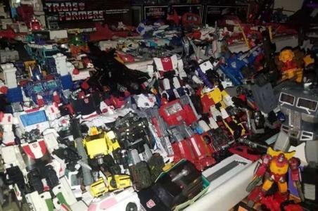 上海一套房专用堆玩具、花30万买摄影器材……男人的败家能力你低估