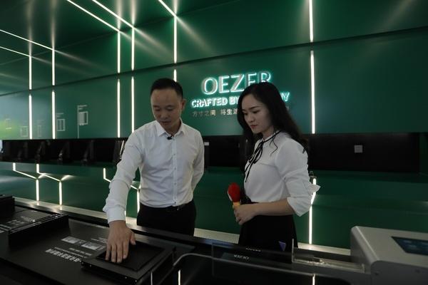 欧哲门窗副总经理周志军接受新浪家居采访