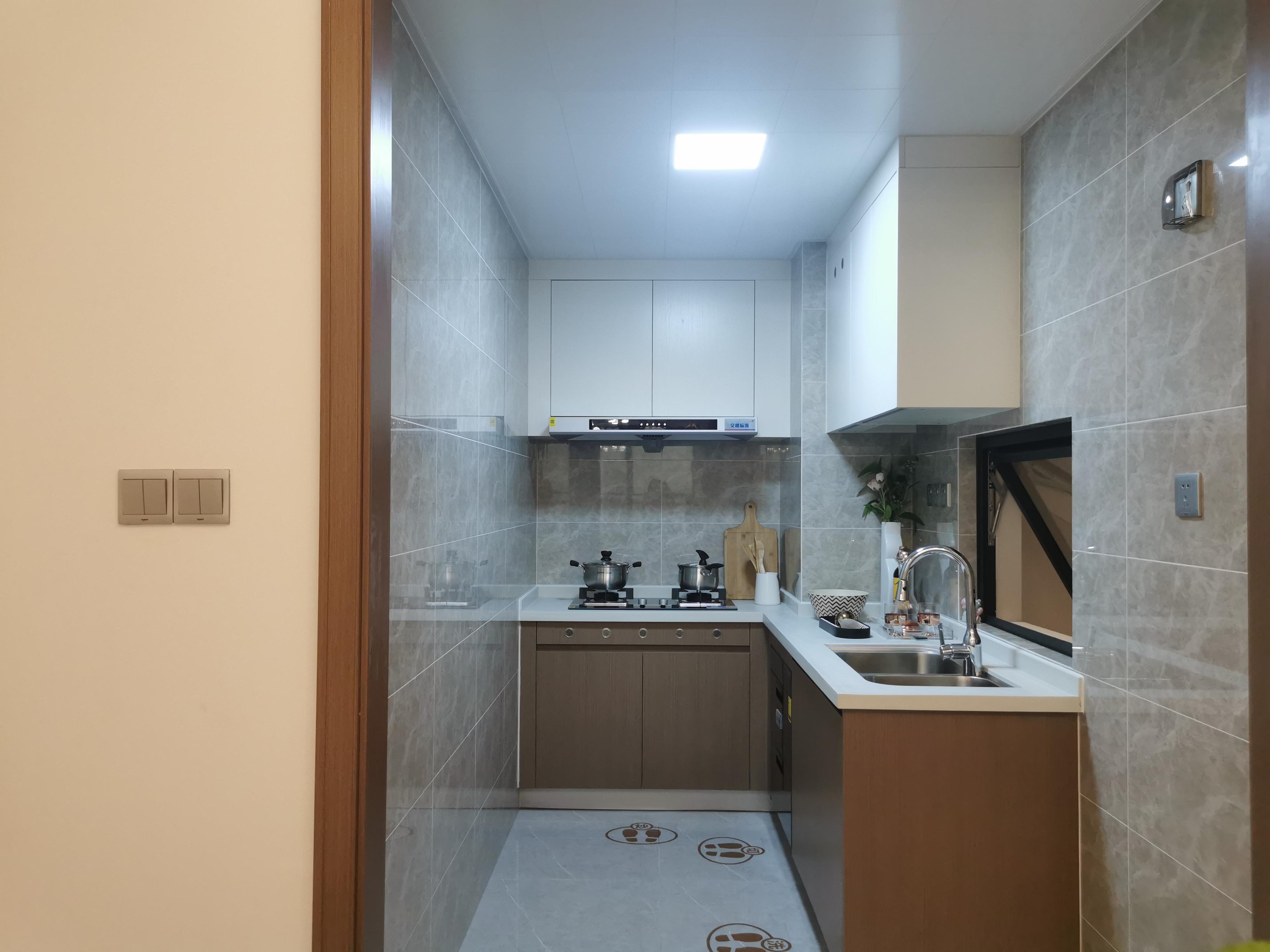 狭长的L型厨房