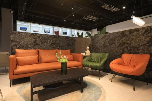 推荐二:金盏花橘色系沙发+单人位 品牌:华耐软装