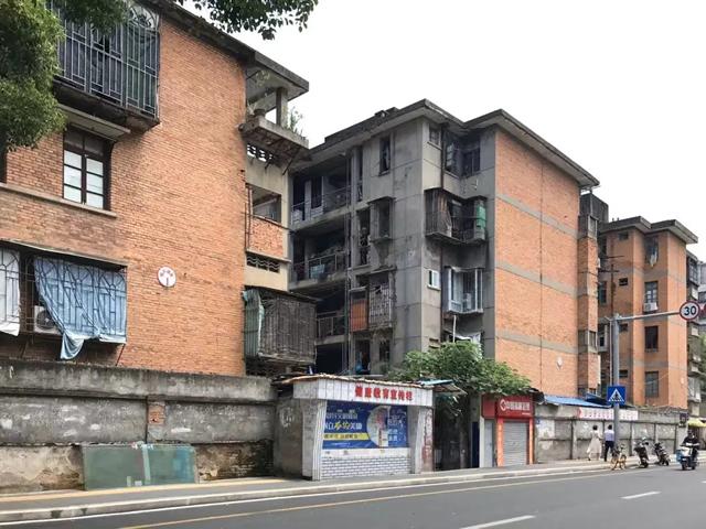 图为台江宁化灯泡厂宿舍地块待拆迁旧屋