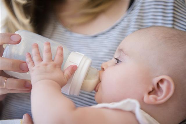 焕新五一,领尚净水机定制健康饮水新模式