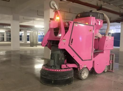 地坪研磨机器人作业中