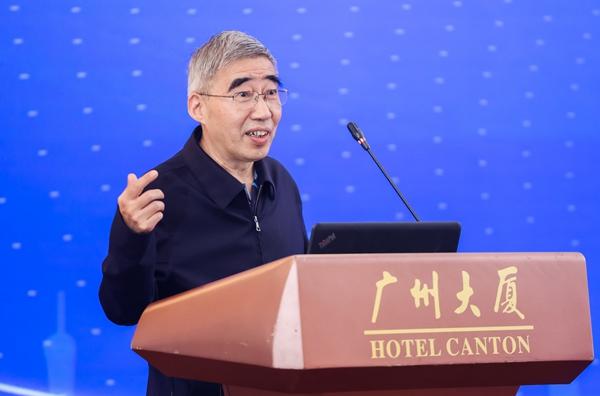 中国房地产业协会会长冯俊