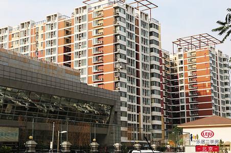 上海中招新政将满月:有学区房降价百万 中介称谁先松动卖谁的