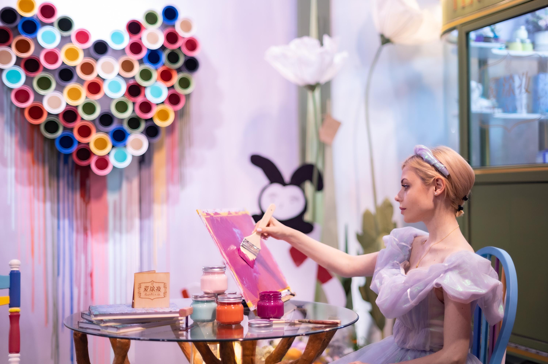 爱涂妆参展2021「设计上海」打造唯美「爱丽丝·梦游仙境」沉浸式展区