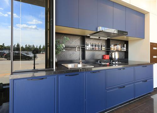 产品:克莱因蓝色系橱柜 品牌:我乐定制橱柜